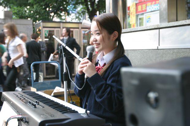 19歳で路上ライブ1000回を達成! 川嶋あいに聞く、高校時代の夢の追い方