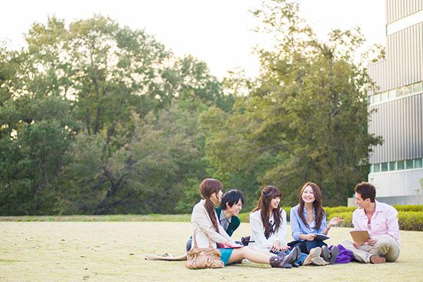 大学生の恋人いる率は◯%! 高校生とは違う!?  大学生の恋愛事情!
