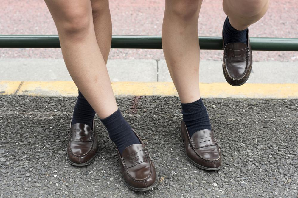 私服でも制服でも使い回せるモノトーンが人気!2017年最新