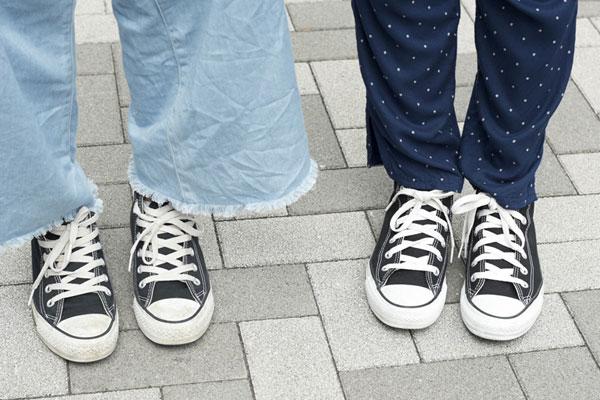 最新高校生ファッション!気になるリュックからスマホケース、財布までを徹底調査!