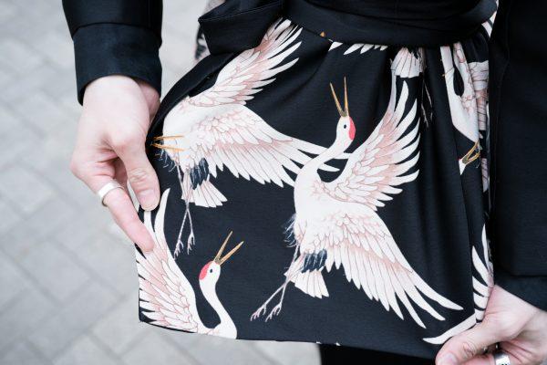 珍しい鶴のプリントで個性的に!