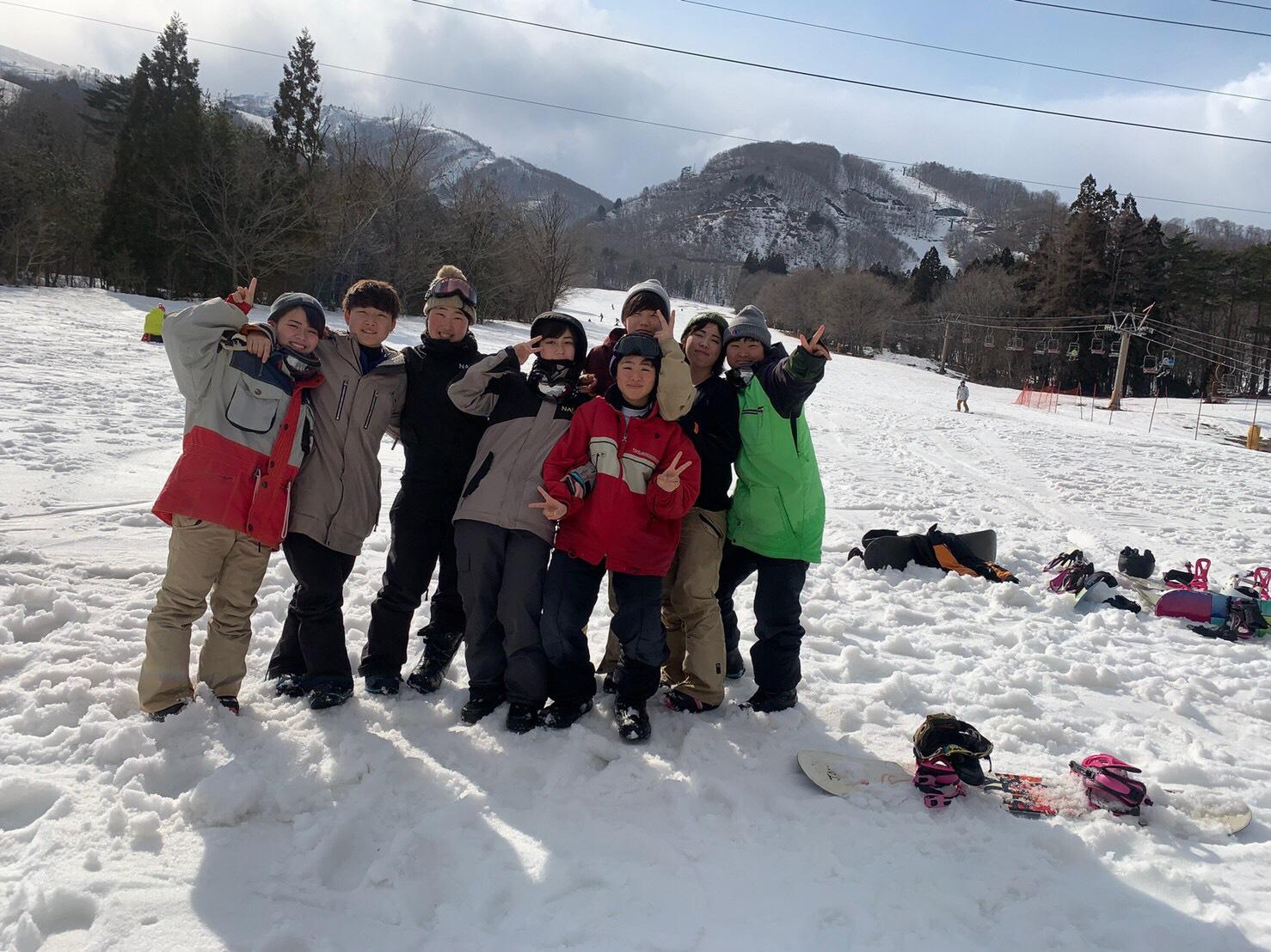 大人数でスノーボードをすれば、卒業旅行も合宿気分!