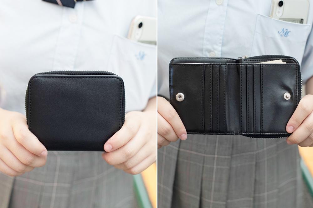 シンプルな黒財布は機能性も◎