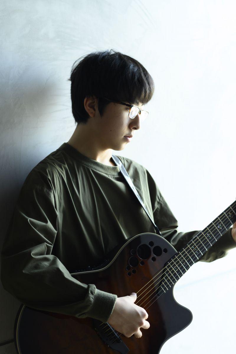 注目のシンガーソングライター・崎山蒼志くん。