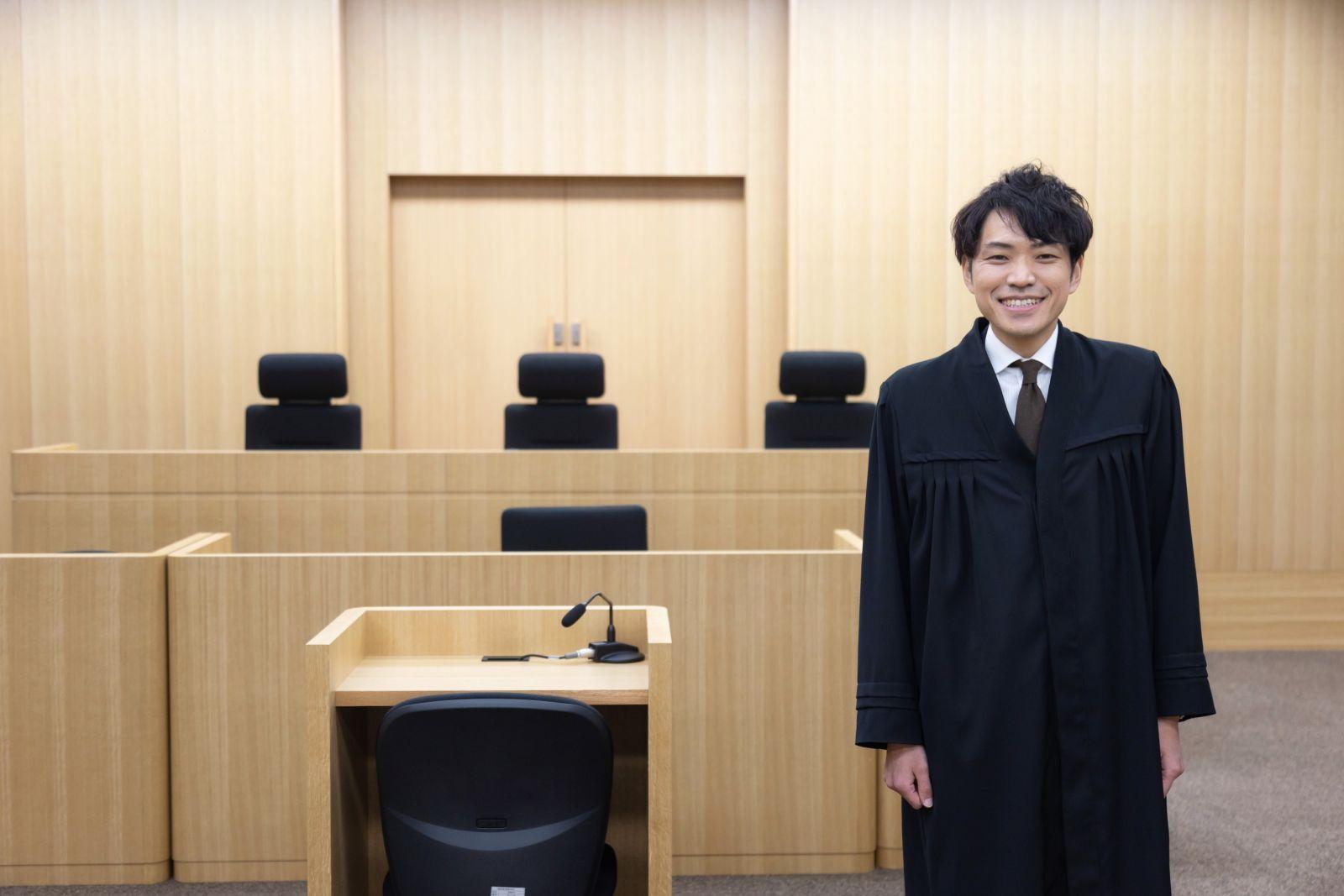 02/裁判所 書記官 阿部伸太郎さん 福岡高等裁判所勤務