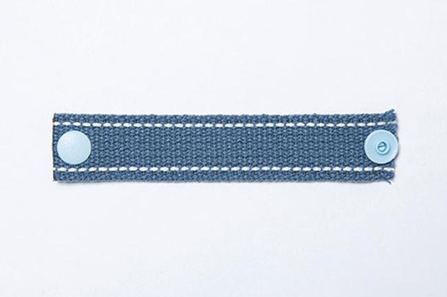 1で切ったステッチテープは「凹凸」1つずつを表面に