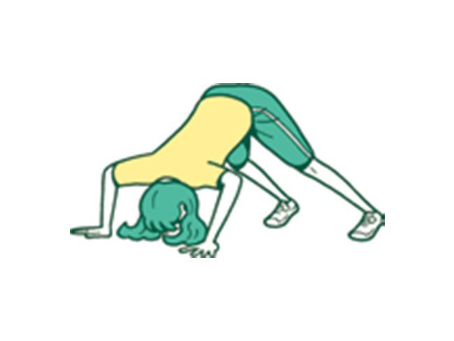 2.頭を下げ両手の間に向かって腕立て伏せをすることで三角筋に負荷をかける
